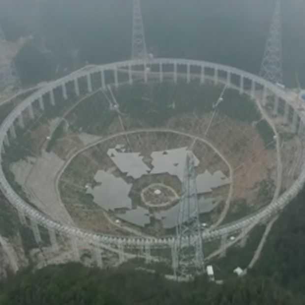 Drone-beelden tonen 's werelds grootste telescoop: FAST