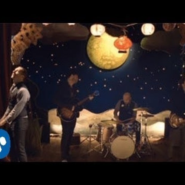 Now trending : Coldplay - Christmas Lights