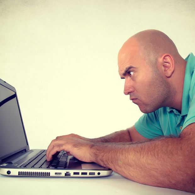 Deze website laat lezers eerst test maken voordat ze commentaar mogen geven
