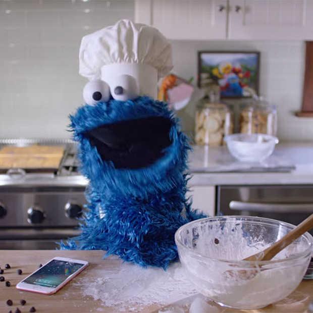 Hilarisch: Ook Cookie Monster gebruikt Siri