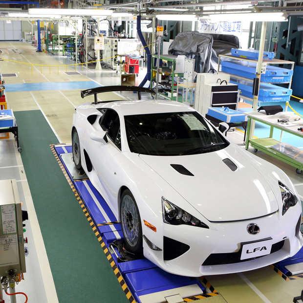 De laatste Lexus LFA rijdt fabriek uit