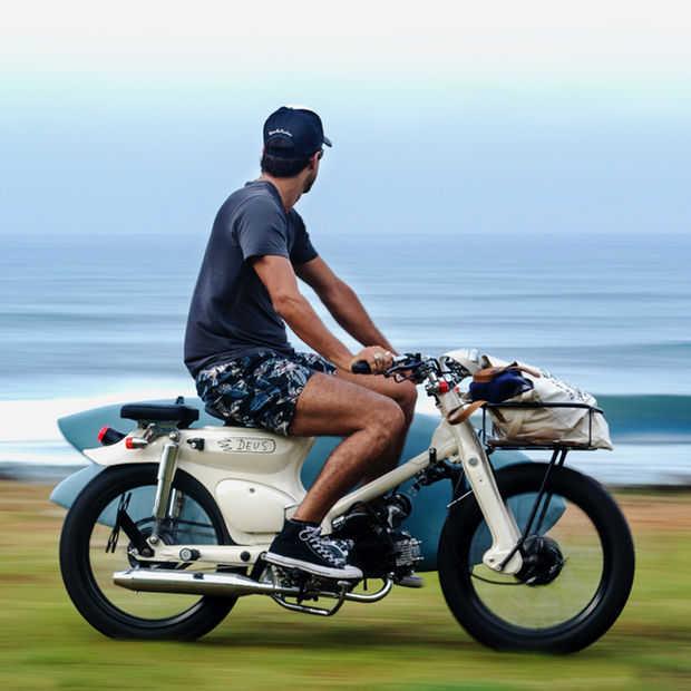 Deus Sea Sider: motor met stijl voor surferdudes