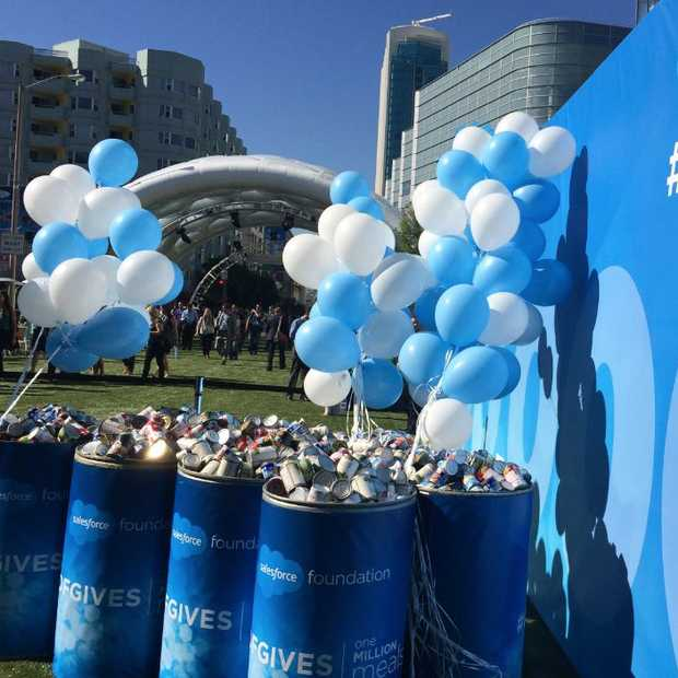 ​Giving back at Dreamforce, met Windows 10? #DFGIVES