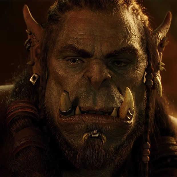 Acteurs uit Warcraft naast hun CGI-karakter