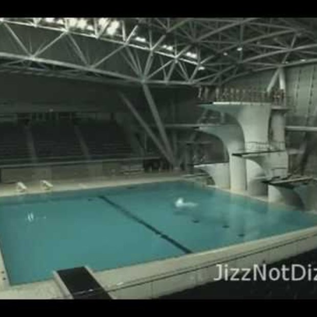 EPIC Video : Endless jumping into the pool