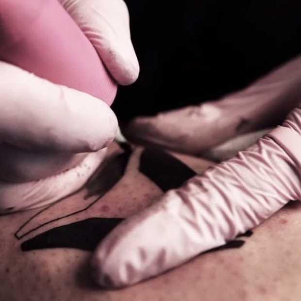 Reebok daagt fans uit een logo op hun lichaam te tatoeëren