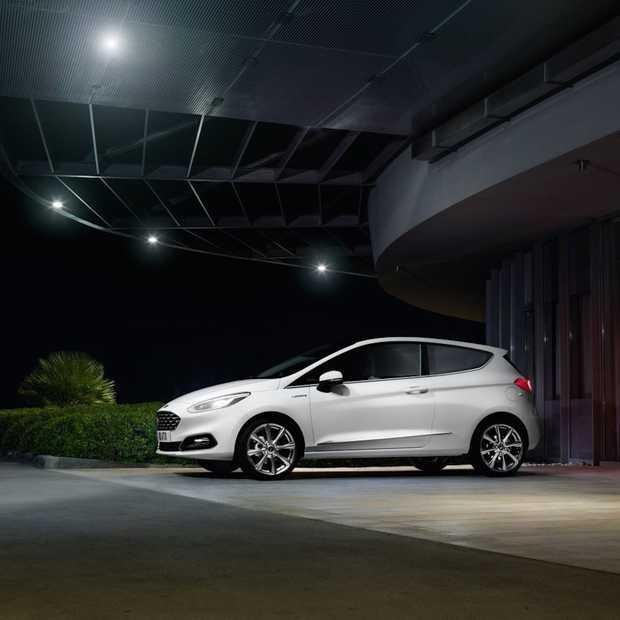 Ford's pedestrian detection remt automatisch voor voetgangers in het donker