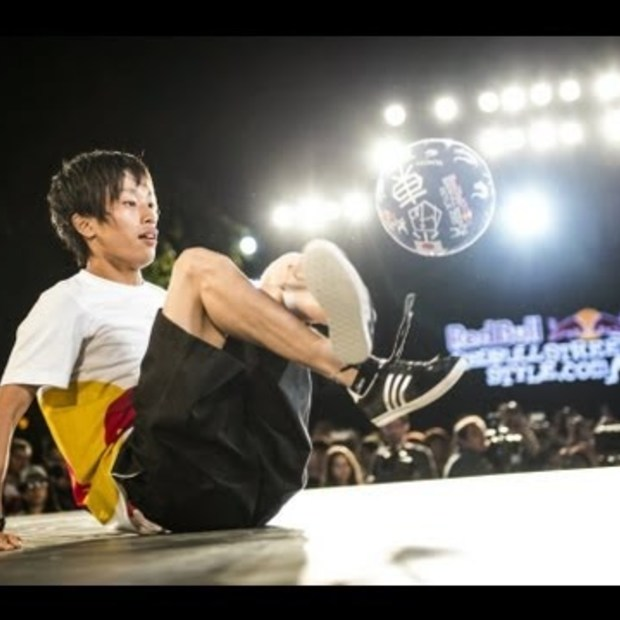 Freestyle football tricks - Red Bull Street Style World Final 2013