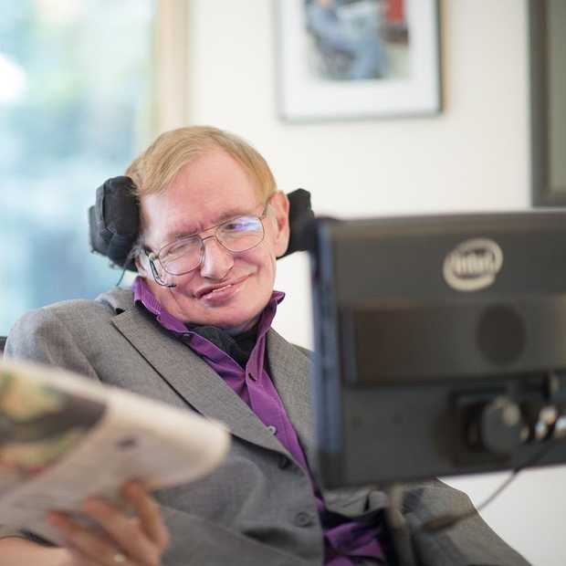 Professor Stephen Hawking en Intel introduceren een nieuw communicatieplatform