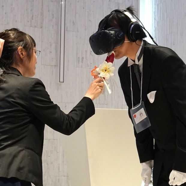 Bizar: Japanse man 'trouwt' in VR met digitale vrouw