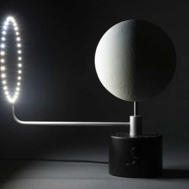 MOON Lunar Globe brengt de maan naar je huis