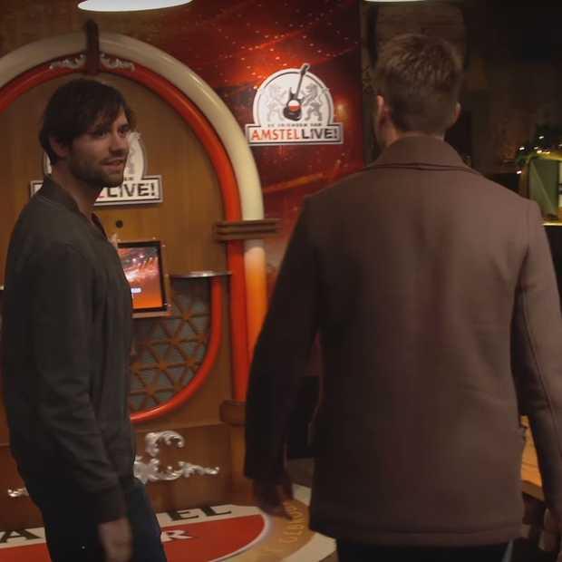 Nick en Simon pranken compleet café met jukebox