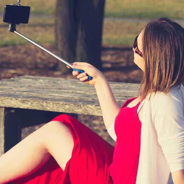 Nikon komt met selfiestok voor Coolpix camera's