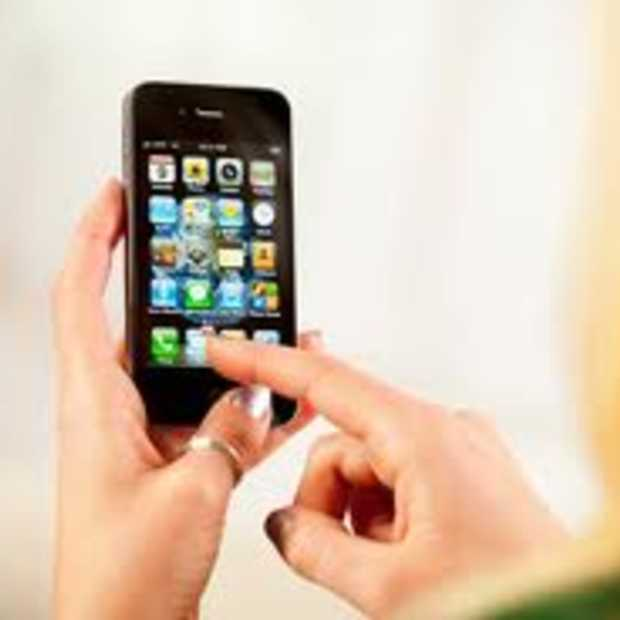 Onderzoek gebruik iPhone: Mannen willen nieuws, vrouwen gaan voor social media en games