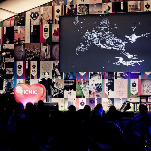 Picnic 2011: Biophilia maakt van muziek een beleving [video]
