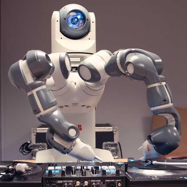 DJ Yoda leert robot mixen en scratchen