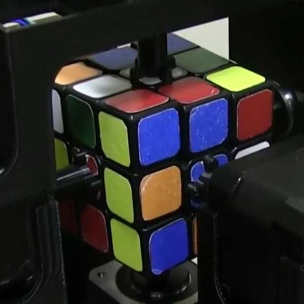 Deze robot lost een Rubik's Cube op in 1 seconde