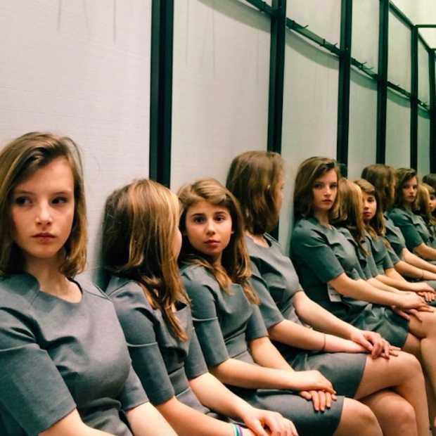 Viral: hoeveel meisjes staan erop deze foto?