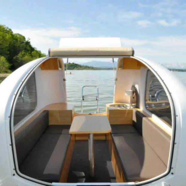 De Sealander, een caravan die ook als boot gebruikt kan worden