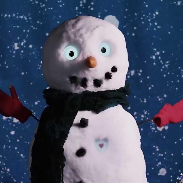 Sneeuwpop komt tot leven met behulp van de Galaxy S5 (fun video)