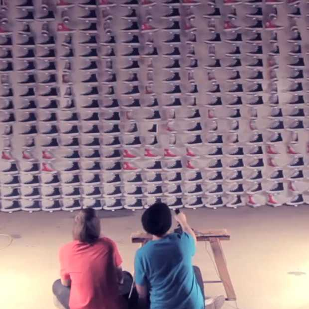 Space Invaders met 480 All-Stars (ja, de schoenen)