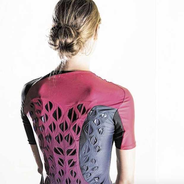 Dit sportshirt opent gaatjes op de rug zodra je begint te zweten