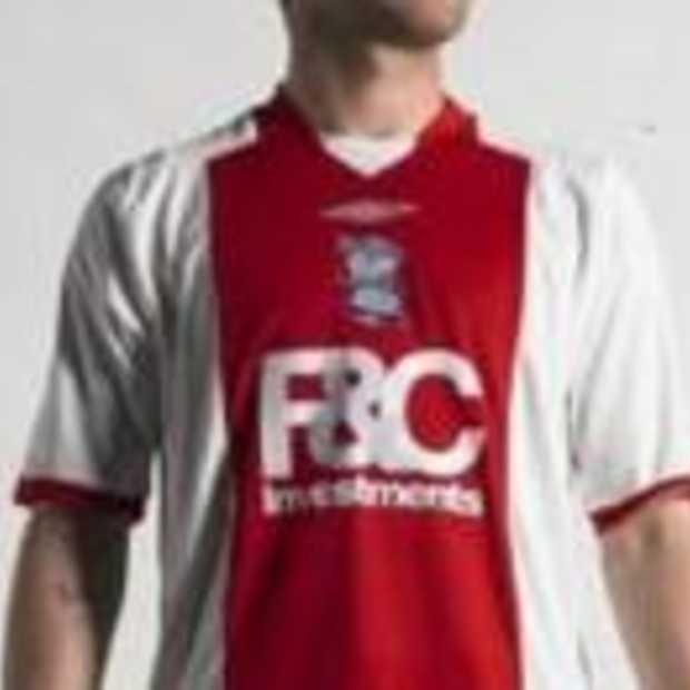 Supporters vechten kopie AJAX-shirt aan op Pitchslap.co.uk