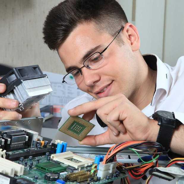 Enquête: Heb jij ook zo'n Techie Friend die je met alle technische problemen helpt?