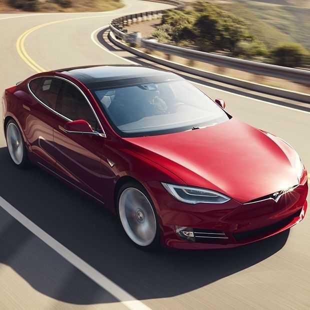 Tesla heeft nogal last van remmende voorsprong in autonome auto's