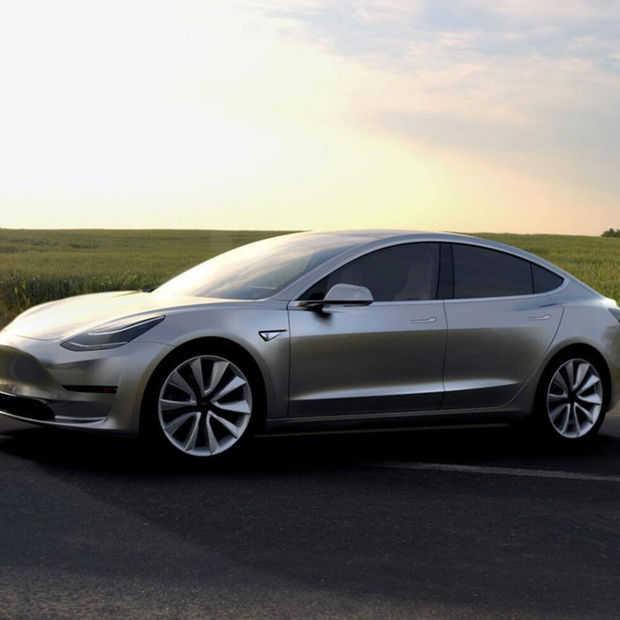 Tesla gaat de eerste dertig Model 3 auto's deze maand uitleveren
