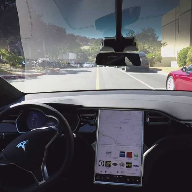 Alle Tesla's worden zelfrijdend en zoeken autonoom een parkeerplaats