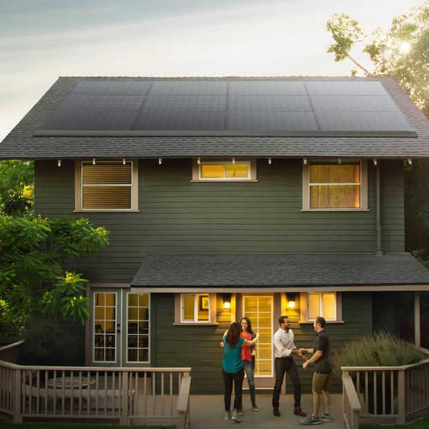 Tesla onthult nieuwe dakpannen met zonne-energie