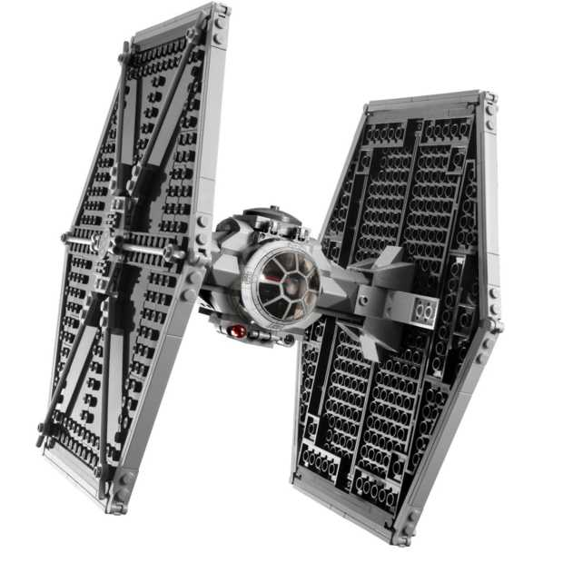 Asteroïd versus een Lego TIE Fighter