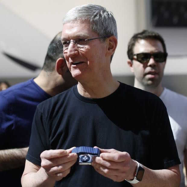 Tim Cook draagt unieke Apple Watch