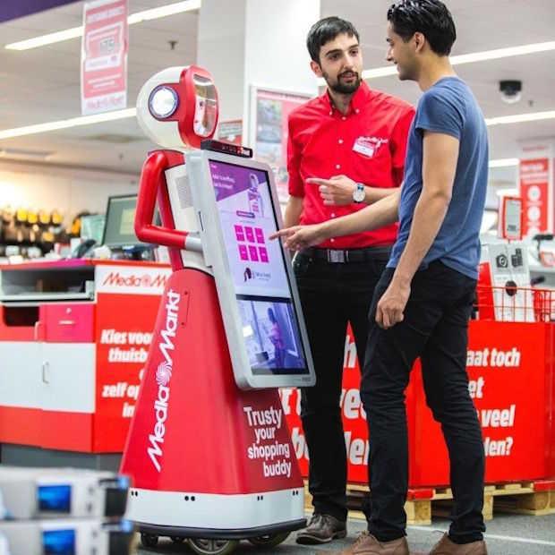 Robot 'Trusty' helpt de klanten van Media Markt
