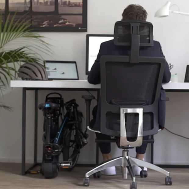 De Vektron E-vouwfiets gaat 30 km/u en zo onder je bureau