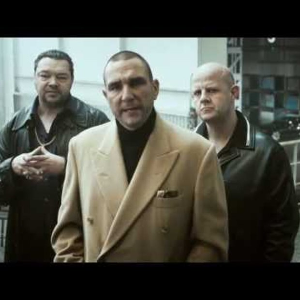 Vinnie Jones' hard and fast Hands-only CPR