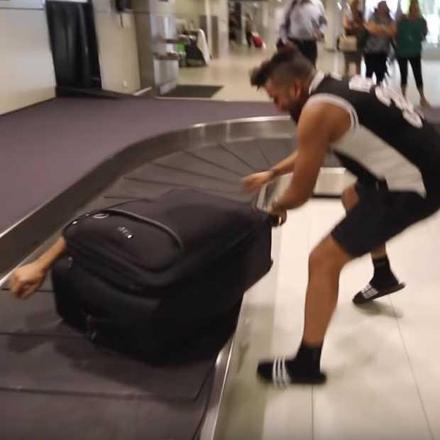 Vlogger faket vliegreis in een koffer