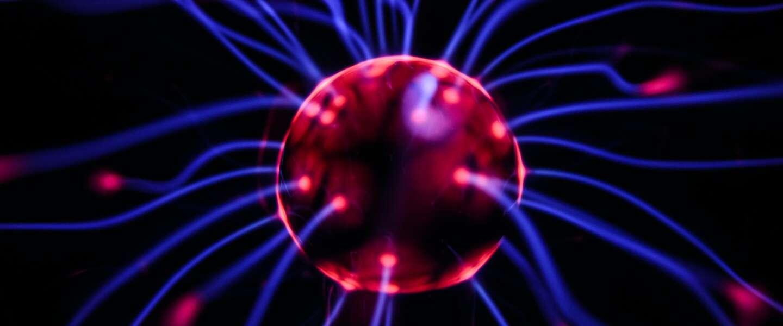 Aap speelt spelletje Pong via draadloze hersenbesturing
