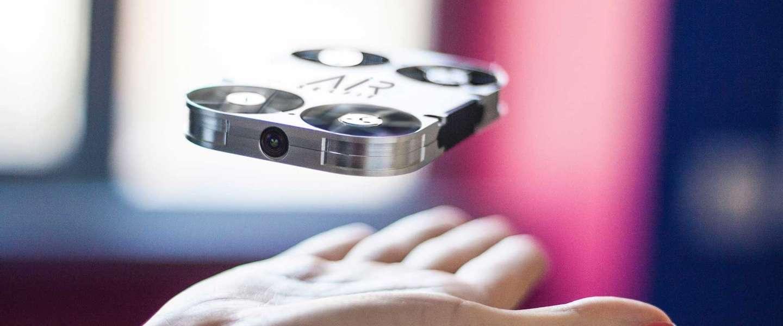 De AirSelfie: een drone die in je telefoonhoesje past