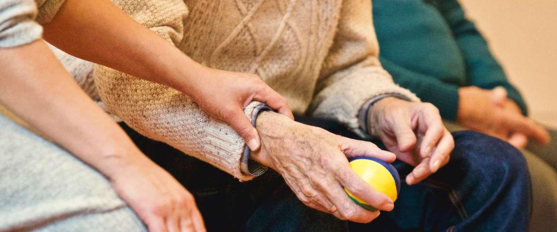 Alzheimer Nederland gaat app inzetten om te helpen bij dementie