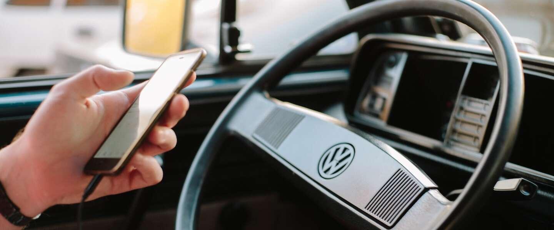 Digitale camera's delen boetes uit als je je telefoon vasthoudt tijdens het rijden