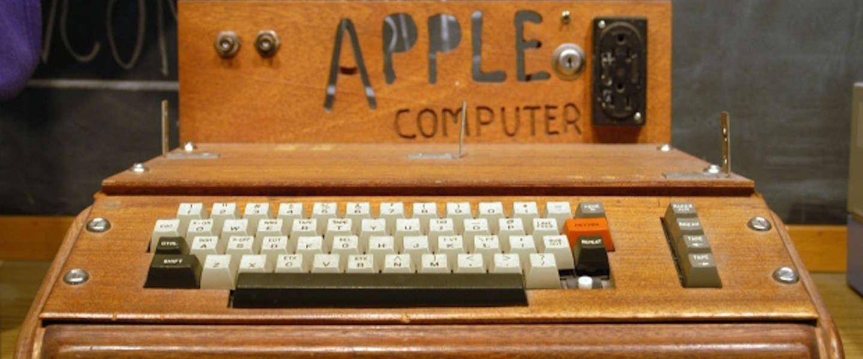 Vrouw zet Apple computer t.w.v. 200.000 dollar bij grofvuil