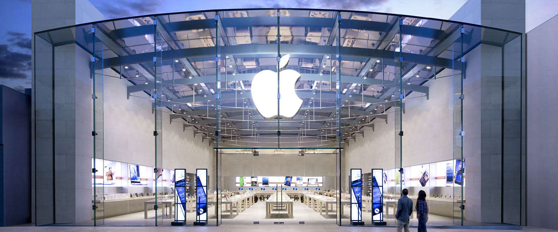 Boze klant vernielt 12 iPhones in Apple Store