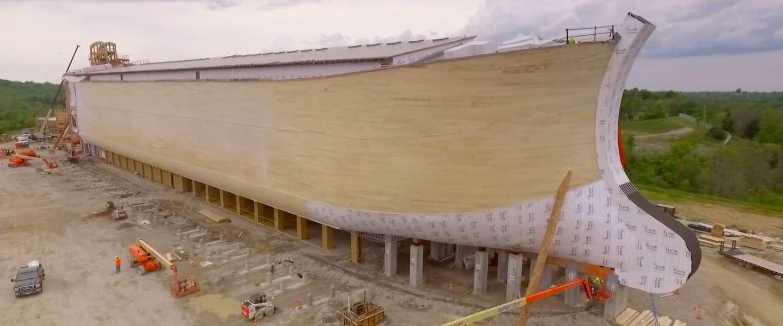 Bekijk hier de dronevideo van de levensgrote replica van de Ark van Noach!