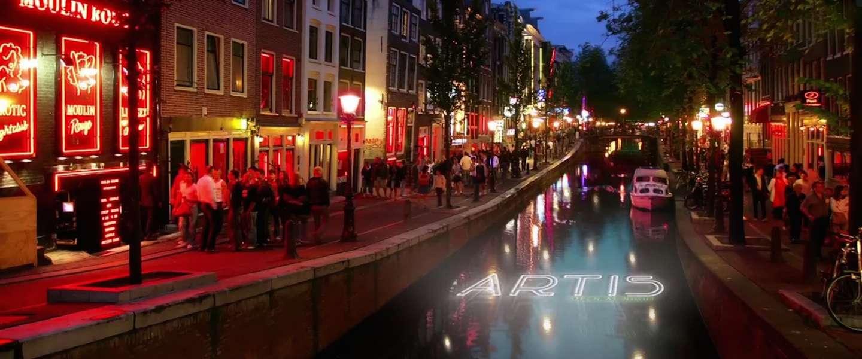 Artis stunt met originele campagne in Amsterdamse grachten