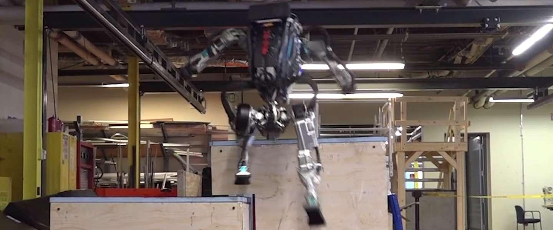 Rennende Boston Dynamics-robot kan inmiddels ook parkour