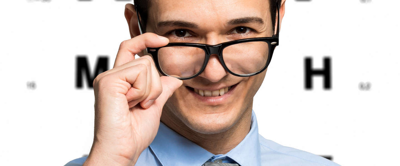 Maakt een bril je ogen nog slechter dan ze al waren? Nee!