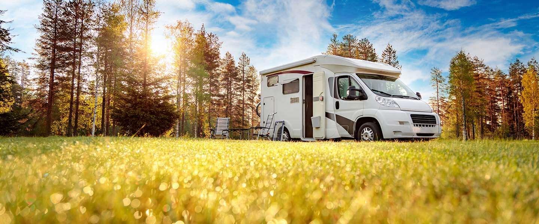 Nederlanders massaal op zoek naar campers en caravans