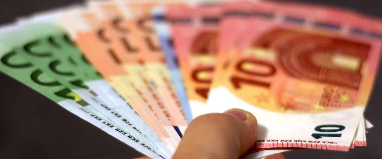 Steeds minder mensen betalen met cash